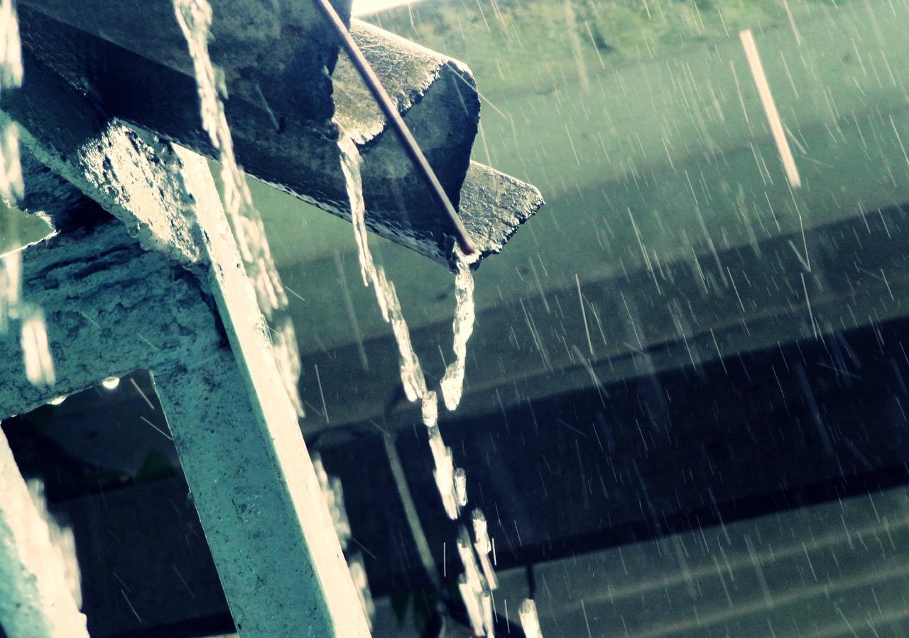 Regenwasser Regen Unwetter Regenrinne Wasser Haus Eigenheim