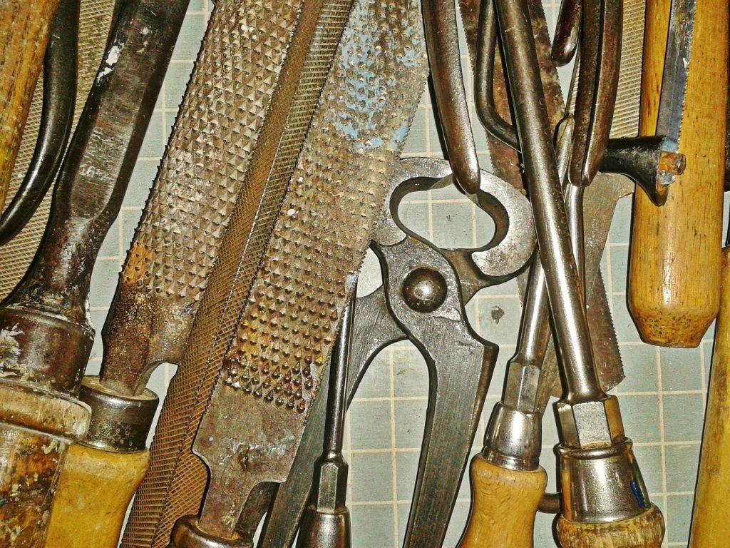 Werkzeuge Zange Feile